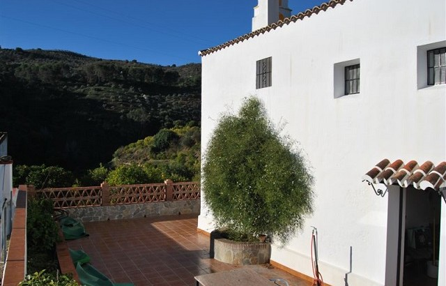 AP798- Country home in Yunquera