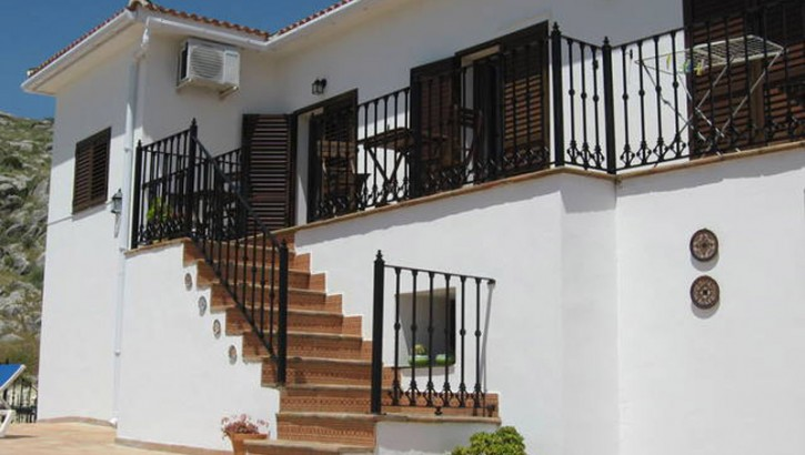 AP670: Villa with guest apartments in Teba