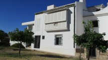 APA47- Quality built large town house in Alora