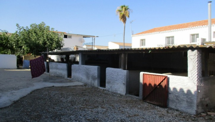APA51- Extensive property in the village of Zalea in Pizarra