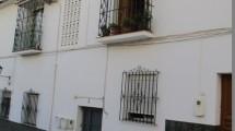 APA60- Spacious three bedroomed apartment in Alora
