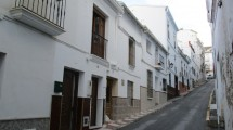 APA72- Tastefully modernized town house in Alora