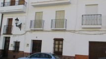 APA73- Very well maintained traditional town house in Alora