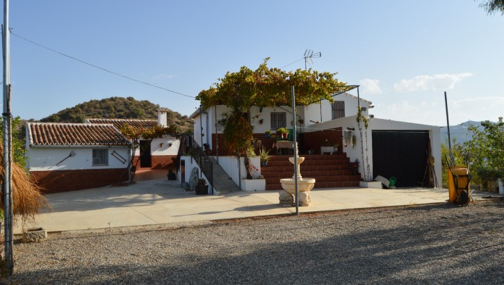 Two well-built houses near Alora.