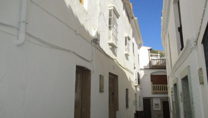 APA76: Large property in the centre of Casarabonela