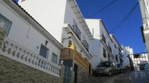 APA82- Immaculately presented five bedroom town house in Alora