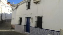 APA94- Refurbished townhouse in Alora