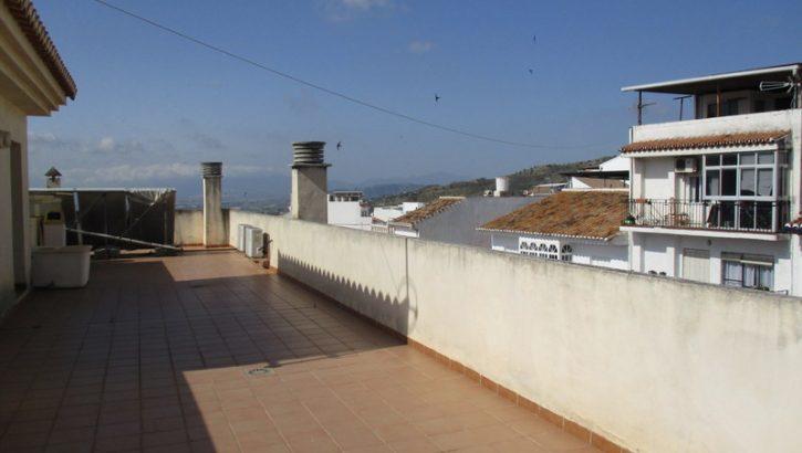 APA112- Attractive spacious 4 bedroom, 2 bathroom apartment in Alora