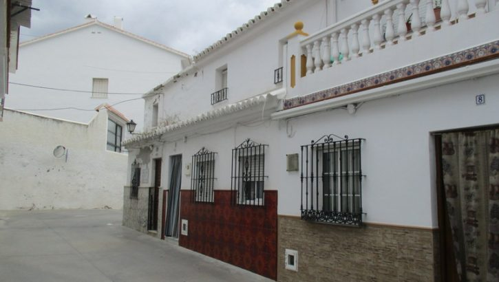 APA114- Traditional village house in Alora
