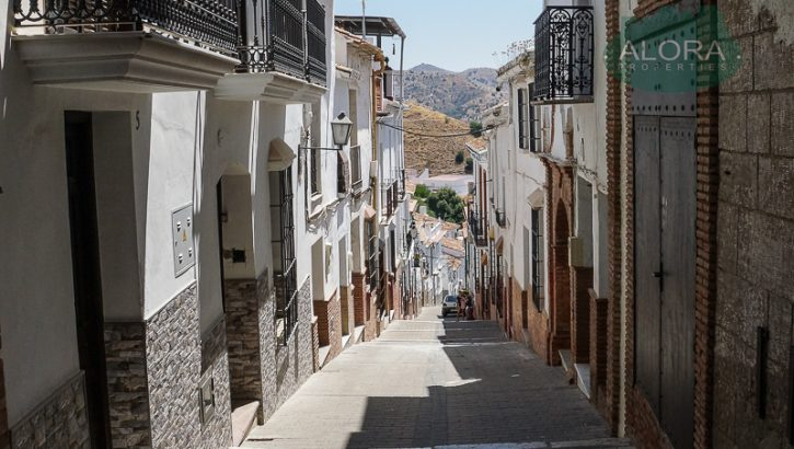 APA130- Fully refurbished upper conversion of a traditional townhouse in Alora