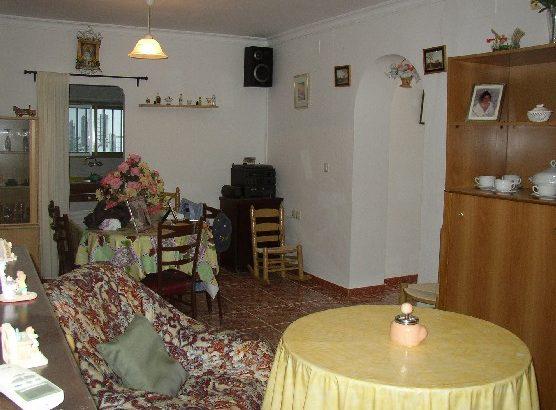 AP550- Detachae one level village house in Bermejo, Alora