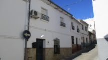 APA154- Large refurbished village house in Alora