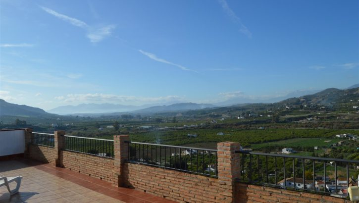 Beautiful village house with a separate guest apartment located near Alora.