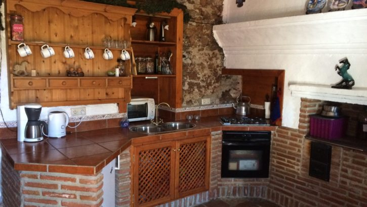 AM141 – Beautiful restored style finca with a large plot.