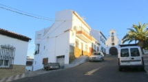 APA200- Substantial village house in Alora