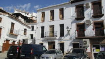 APA210- Traditional townhouse in Alora