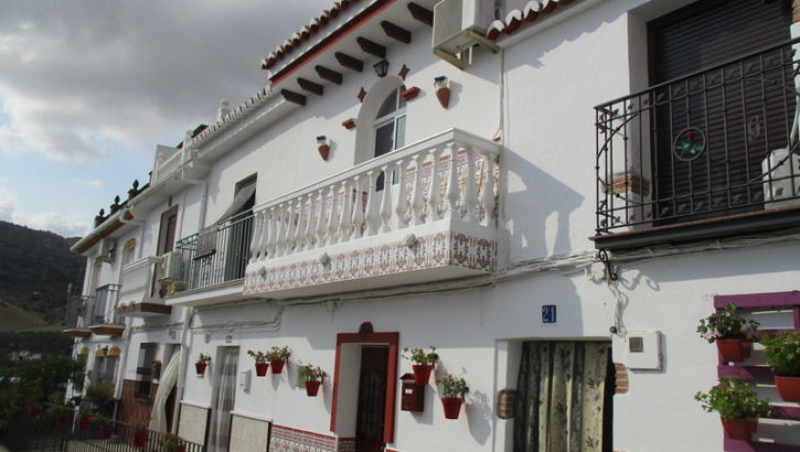 APA238- Immaculately maintained 3 bedroom village house in Alora