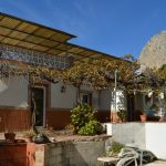 AM153 – Large house in the village of El Chorro.