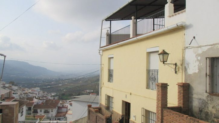 APA262- Six bedroom village house in Alora