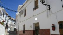 APA278- Three bedroomed refurbished village house in Alora