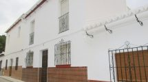 APA281- Spacious, traditional 4 bedroom village house in Alora