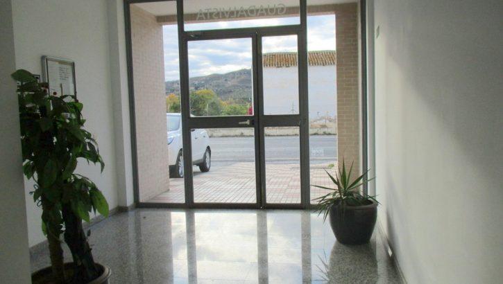 APA311- Immaculately presented 3 bedroom, 2 bathroom apartment in Barriada el Puente, Alora