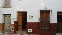 APA316- Two bedroom apartment in a quiet central Street of Alora pueblo.