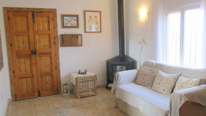 APA320- Immaculately presented 2 bedroom country house
