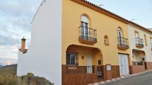 AM183 – Very well built town house in Barriada el Puente, Alora