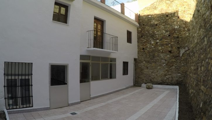 APA327- Large town house in Carratraca