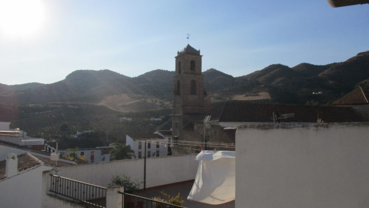 APA352- Well maintained three bedroom village house in Alora