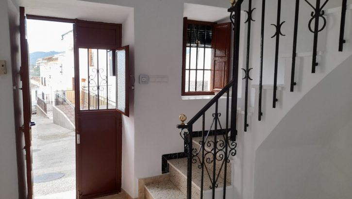 APA367- Freshly presented traditional village house in Alora