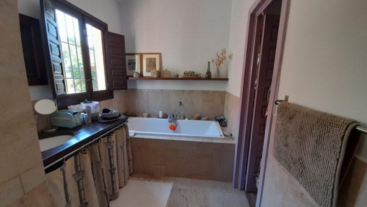APA378- Quality built 3 bedrrom, 3 bathroom country villa in Alora