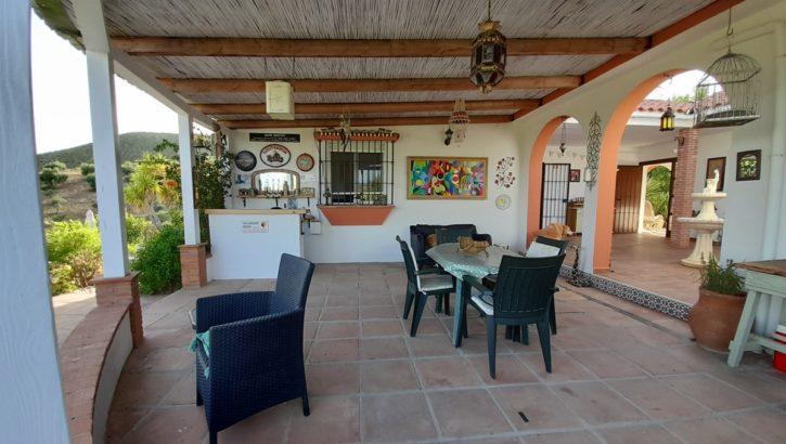 APA381: Quality built 3 bedroom, 2 bathroom villa in Alora