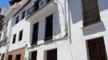 APA386- Imposing 3 bedroom townhouse in the centre of Alora