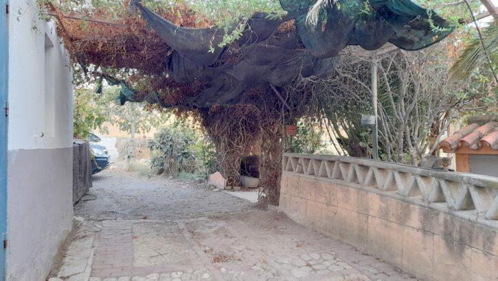 APA395- Farmhouse on 4 hectares of land in Alora